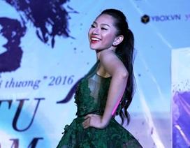TPHCM: Nữ sinh Ngoại thương sải bước trên sân khấu như siêu mẫu
