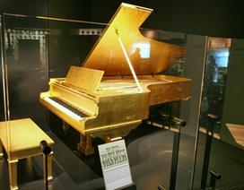 Đấu giá cây đàn Piano dát vàng của Elvis Presley và mặt trống của nhóm The Beatles