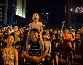 """Người dân Sài Gòn vỡ òa với """"bữa tiệc"""" pháo hoa chào mừng Quốc Khánh"""