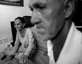 """Vợ Việt chồng """"Tây"""" 20 năm lang thang bán vé số ở Sài Gòn"""