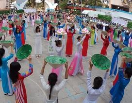 Gần 1000 nam thanh nữ tú tham gia đồng diễn áo dài
