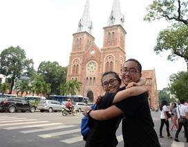 Ngày hội ôm náo nhiệt trên đường phố Sài Gòn