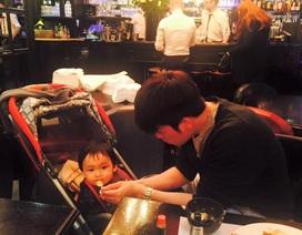Hoa hậu Diễm Hương khoe ảnh chồng đảm đang chăm con trai