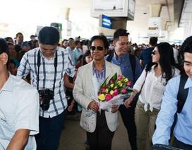 """Chế Linh bị fan """"bao vây"""" khi vừa bước xuống sân bay"""