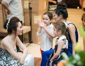 Cặp song sinh của Hồng Nhung khiến Á hậu Thuỵ Vân mê tít
