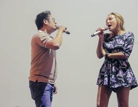 Ca sĩ Thanh Hà diện váy ngắn trẻ trung tập nhạc với Bằng Kiều