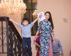 """Hoa hậu Thùy Linh đi xem """"thần đồng"""" Piano Nguyễn Việt Trung biểu diễn"""