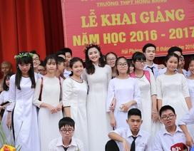 Hoa hậu Thu Ngân về Hải Phòng dự khai giảng trường cũ