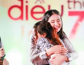 Hoa hậu Ngọc Hân khiến cô sinh viên mắc bệnh hiểm nghèo bật khóc