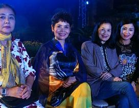Bởi một tình yêu dành tặng cho vẻ đẹp áo dài Việt Nam…
