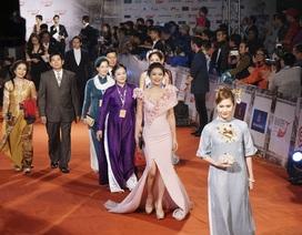 Những hình ảnh ấn tượng trên thảm đỏ khai mạc LHP Hà Nội