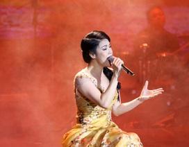 Thu Phương đầm đìa nước mắt khi hát tặng thầy cô sau 30 năm