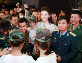 Á hậu Huyền My cổ vũ Nam Em trong vai trò ca sĩ