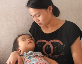 Bố mẹ nghèo, bé 3 tuổi lịm dần vì không tiền đến viện