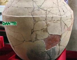Cận cảnh quan tài bằng chum cổ hơn 2000 năm được phục dựng thành công