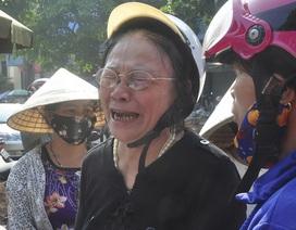 Vụ cháy hàng trăm ki-ốt chợ: Tiểu thương cạn nước mắt!
