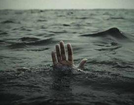 Bà lao xuống sông cứu cháu, 2 bà cháu cùng tử vong