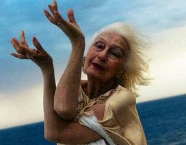Nữ vũ công nhiều tuổi nhất thế giới vẫn trình diễn ở tuổi… 100