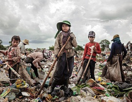 """""""Tham quan""""... những em bé làm việc ở bãi rác"""