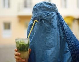 Câu chuyện khắc nghiệt về chiếc khăn trùm của phụ nữ Hồi Giáo