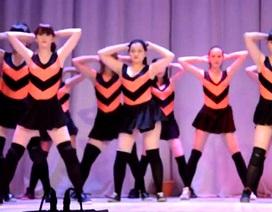 Thiếu niên Nga nhảy múa khêu gợi khiến người Nga phẫn nộ