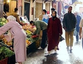 Bị phạt tù vì… mặc váy đi chợ
