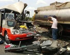 Xe khách tông xe bồn, 4 người tử nạn
