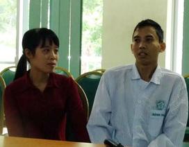 Suýt gãy cột sống vì đắp lá chữa khối u