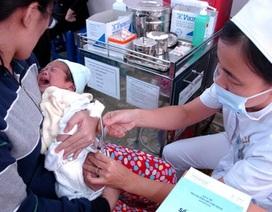 """Nhiều trẻ bị đẩy vào """"vùng trắng"""" nguy hiểm vì đợi vắc xin"""