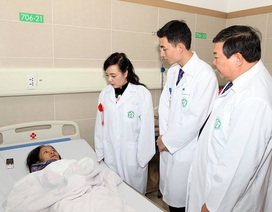"""Sẽ """"hạ hỏa"""" được tình trạng quá tải tại Bệnh viện Bạch Mai"""