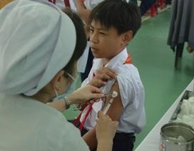 Học sinh cấp 3 được tiêm miễn phí vắc xin sởi - rubela