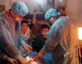 Ca phẫu thuật giành giật sự sống giữa... phòng khách nhà bệnh nhân