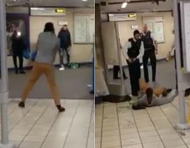 Tấn công khủng bố bằng dao tại ga tàu điện ngầm London