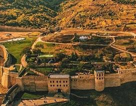 Du khách bị tấn công khi thăm pháo đài cổ của Nga, 1 người chết