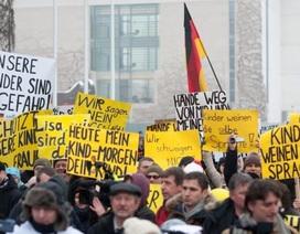 Bé gái Nga bị cưỡng hiếp tập thể ở Đức