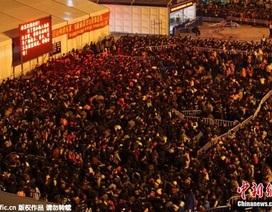 Người Trung Quốc đổ về quê ăn Tết: Hơn 100.000 người mắc kẹt ở ga tàu Quảng Châu