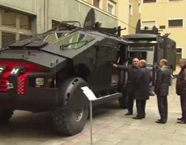 Ông Putin đích thân thị sát siêu xe bọc thép mới nhất