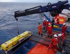 """Những """"người hùng"""" thầm lặng lênh đênh trên biển tìm MH370"""