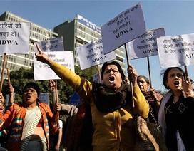 Ấn Độ: Bé gái 15 tuổi bị cưỡng hiếp và thiêu sống ngay tại nhà