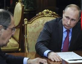 """""""Vật thể lạ"""" trong phòng của ông Putin gây xôn xao"""