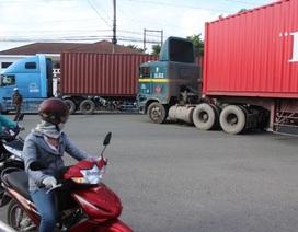 Một nữ công nhân chết thảm dưới gầm xe container