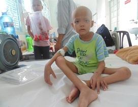 Bé trai 6 tuổi nguy kịch vì bệnh ung thư hạch