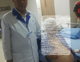 Cắt bỏ khối u nặng 13kg trong bụng cụ bà 100 tuổi