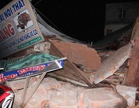 """Nhà đổ sập, """"vỡ vụn"""" sau cơn mưa lớn"""