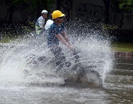 Sóng dồn dập trên đường phố Sài Gòn