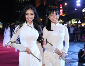 Chiêm ngưỡng màn catwalk dài nhất Việt Nam
