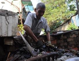 Cụ ông 30 năm tình nguyện vớt rác dưới dòng kênh thối