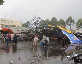 """Mưa gió, lốc xoáy """"quần thảo tanh bành"""" ở Biên Hòa"""