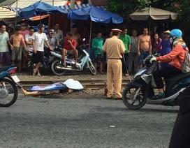 Nam thanh niên bỏ xe máy bên đường rồi lao mình vào tàu hỏa