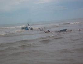 Sóng lớn nhấn chìm 6 thuyền đánh cá ở Bình Thuận